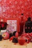 Το κόκκινο θέμα αυξήθηκε εκλεκτής ποιότητας ιδέα ντεκόρ μήλων λαμπτήρων backround Στοκ φωτογραφία με δικαίωμα ελεύθερης χρήσης