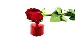 το κόκκινο καρδιών δώρων α&up στοκ φωτογραφίες με δικαίωμα ελεύθερης χρήσης