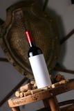 Το κόκκινο κρασί και βουλώνει Στοκ Εικόνες