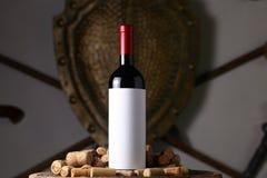 Το κόκκινο κρασί και βουλώνει Στοκ φωτογραφία με δικαίωμα ελεύθερης χρήσης