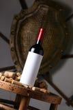 Το κόκκινο κρασί και βουλώνει Στοκ Φωτογραφία