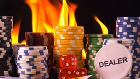 Το κόκκινο παιχνιδιού χωρίζει σε τετράγωνα τα χρήματα καρτών πόκερ και χωρίζει σε τετράγωνα φιλμ μικρού μήκους