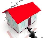 Το κόκκινο σπίτι στεγών στη ρωγμή εμφανίζει καταστροφή απεικόνιση αποθεμάτων