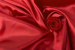 το κόκκινο υφάσματος αυξήθηκε Στοκ Εικόνες