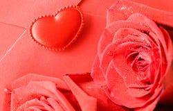 το κόκκινο φακέλων αυξήθη Στοκ φωτογραφίες με δικαίωμα ελεύθερης χρήσης