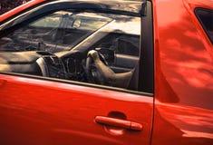 Το κόκκινο SUV, κινηματογράφηση σε πρώτο πλάνο στοκ εικόνα