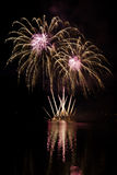 Το κόμμα με τα ζωηρόχρωμα πυροτεχνήματα παρουσιάζει Στοκ Εικόνες
