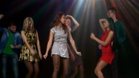 Το κόμμα, νέοι χορεύει Stroboscope λαμπτήρες απόθεμα βίντεο