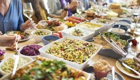 Το κόμμα τροφίμων γεύματος γιορτάζει την έννοια γεγονότος εστιατορίων καφέδων Στοκ εικόνες με δικαίωμα ελεύθερης χρήσης