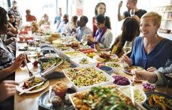 Το κόμμα τροφίμων γεύματος γιορτάζει την έννοια γεγονότος εστιατορίων καφέδων Στοκ εικόνα με δικαίωμα ελεύθερης χρήσης