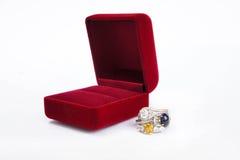 Το κόσμημα δαχτυλιδιών είναι δημοφιλές με τα κορίτσια Ένα σύμβολο της αγάπης και του θορίου Στοκ φωτογραφία με δικαίωμα ελεύθερης χρήσης