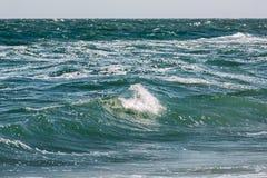 Το κύμα θύελλας θάλασσας, θαλάσσιο υπόβαθρο Στοκ Φωτογραφίες