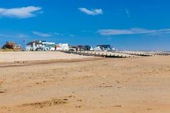Το κύρτωμα στρώνει με άμμο την παραλία Αγγλία UK Στοκ φωτογραφία με δικαίωμα ελεύθερης χρήσης