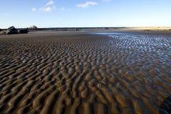 Το κύρτωμα στρώνει με άμμο την παραλία Στοκ Εικόνα