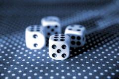 Το κύλισμα χωρίζει σε τετράγωνα την έννοια για τον επιχειρησιακό κίνδυνο, την πιθανότητα, την καλό τύχη ή το παιχνίδι Στοκ Εικόνες