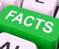 Το κλειδί γεγονότων παρουσιάζει τις αληθινά πληροφορίες και στοιχεία Στοκ εικόνα με δικαίωμα ελεύθερης χρήσης
