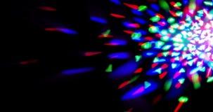 Το λάμποντας λαμπρό πολύχρωμο στάδιο ανάβει τον κυκλικό χορό disco ψυχαγωγίας μετακίνησης, προβολείς επικέντρων στο σκοτεινό, ζωη απόθεμα βίντεο