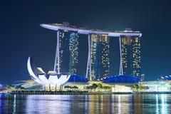 Το λέιζερ παρουσιάζει της άμμου και του κήπου κόλπων μαρινών της Σιγκαπούρης από τον κόλπο Στοκ Εικόνες