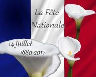 το Λα 14 juillett fete nationale στη σημαία της Γαλλίας που χρησιμοποιείται ως υπόβαθρο με calla ανθίζει Στοκ Εικόνες