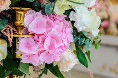 Το λεπτό υπόβαθρο του hydrangea λουλουδιών και αυξήθηκε κινηματογράφηση σε πρώτο πλάνο Στοκ φωτογραφίες με δικαίωμα ελεύθερης χρήσης