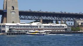 Το λιμάνι του Σίδνεϊ, αποβάθρα 1, μια αναπτυγμένος πλήμνη εστιατορίων στις ακτές του λιμανιού του Σίδνεϊ, Σίδνεϊ, NSW, Αυστραλία στοκ φωτογραφία με δικαίωμα ελεύθερης χρήσης