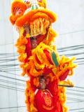 Το λιοντάρι εμφανίζει ευτυχές κινεζικό έτος Στοκ Φωτογραφίες