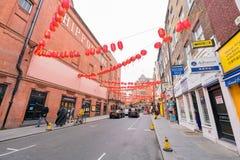 Το Λονδίνο Chinatown με το κόκκινο φανάρι που κρεμά γύρω Στοκ εικόνα με δικαίωμα ελεύθερης χρήσης