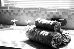 το λουτρό τυφλώνει σύγχρ&omi Στοκ εικόνα με δικαίωμα ελεύθερης χρήσης