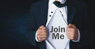 Το λυσσασμένο πουκάμισο ατόμων και η παρουσίαση με ενώνουν κείμενο στοκ φωτογραφίες