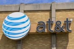 Το Μάιο του 2017 της Ινδιανάπολης - Circa: Κεντρικό γραφείο της AT&T Η AT&T προσφέρει τώρα IPTV, VoIP, τηλέφωνα κυττάρων και Dire Στοκ Φωτογραφία