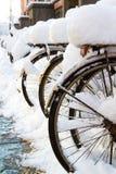 ποδήλατα στο χιόνι Στοκ Εικόνες