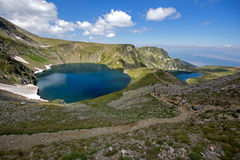 Το μάτι και οι λίμνες νεφρών, οι επτά λίμνες Rila, βουνό Rila Στοκ Εικόνες