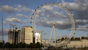 Το μάτι του Λονδίνου στο ηλιοβασίλεμα Χρονικό σφάλμα φιλμ μικρού μήκους