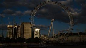 Το μάτι του Λονδίνου στο ηλιοβασίλεμα Χρονικό σφάλμα 4K απόθεμα βίντεο