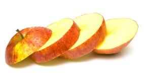 το μήλο έκοψε το κόκκινο μερών Στοκ Εικόνα