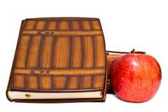 το μήλο κρατά το κόκκινο στοκ εικόνα με δικαίωμα ελεύθερης χρήσης