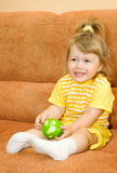 το μήλο τρώει πράσινο μικρό &kap Στοκ φωτογραφίες με δικαίωμα ελεύθερης χρήσης