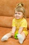 το μήλο τρώει το κορίτσι λί Στοκ Φωτογραφίες