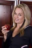 το μήλο τρώει το χαμόγελο στοκ εικόνες