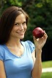 το μήλο υγιές κρατά τη γυν&al στοκ φωτογραφίες με δικαίωμα ελεύθερης χρήσης
