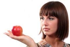 το μήλο φαίνεται νεολαία γυναικών Στοκ φωτογραφία με δικαίωμα ελεύθερης χρήσης