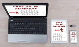 Τολμήστε να είστε διαφορετική έννοια στις διαφορετικές συσκευές τεχνολογίας πληροφοριών στοκ εικόνες με δικαίωμα ελεύθερης χρήσης