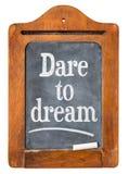 Τολμήστε να ονειρευτείτε το σημάδι πινάκων στοκ εικόνα με δικαίωμα ελεύθερης χρήσης