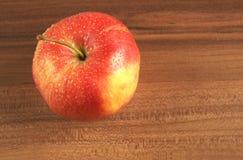 το μήλο ρίχνει το ύδωρ Στοκ Εικόνες