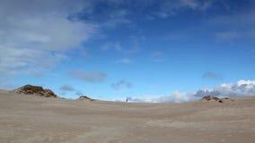 Το μίλι Rabjerg είναι ένας μεταναστεύοντας παράκτιος αμμόλοφος μεταξύ Skagen και Frederikshavn, Δανία απόθεμα βίντεο