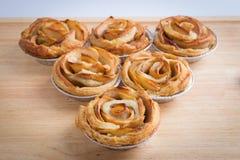 Το μίνι μήλο αυξήθηκε πίτες Στοκ εικόνα με δικαίωμα ελεύθερης χρήσης
