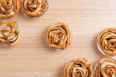 Το μίνι μήλο αυξήθηκε πίτες Στοκ φωτογραφία με δικαίωμα ελεύθερης χρήσης