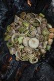 Το μαγείρεμα τα δαγκώματα με τα λαχανικά στοκ φωτογραφίες