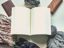 Το μακροχρόνιο επίπεδο ταξιδιού περιόδου διακοπών και χειμώνα βάζει την έννοια από κερδίζει Στοκ Φωτογραφία