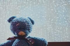 Το μαλλί αντέχει το παράθυρο πτώσεων βροχής Στοκ εικόνες με δικαίωμα ελεύθερης χρήσης
